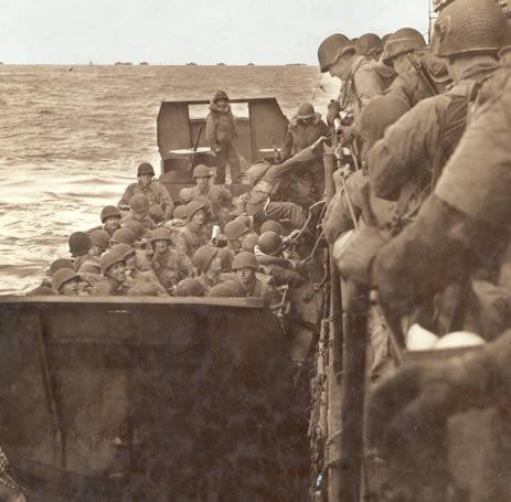 Débarquement Embarquement_barges_soldats_americains
