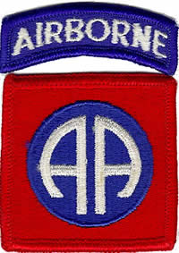 "Image : The shoulder patch of the 82nd Airborne division: two white letters ""AA"" for ""All Americans"" on a blue circle in a red square."