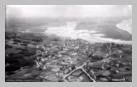Image : Vue aérienne de la ville de Barneville-Carteret pendant la bataille de Normandie.