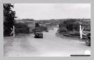 Image : 7 août 1944 : une colonne de Jeep appartenant à la Heavy Weapon Company du 38ème régiment de la 2ème division d'infanterie américaine.