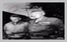 Image : Le Lieutenant-General George S. Patton (à droite), commandant la troisième armée américaine, et son chef d'état major le Major General Hugh J. Gaffey.