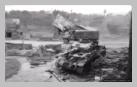 Image : Début août 1944 : un char Panzer IV de la 2. Panzerdivision et GMC CCKW 353 dans les ruines de Pont-Farcy.