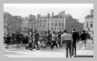 Image : 4 août 1944 : à l'occasion de la libération de la ville de Rennes, des soldats français d'origine africaine, faits prisonniers par les Allemands en 1940, défilent au milieu de la population.