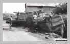 Image : 31 juillet 1944 : un transport de troupe SdKfz 251 et un obusier automoteur Hummel appartenant à la 1. Batterie du SS-Panzer- Artillerie-Regiment 2 de la 2. S.S.-Panzer Division Das Reich abandonnés par les Allemands.