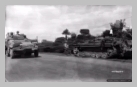 Image : 13 août 1944 : des soldats américains observent depuis leur semi-chenillé M3A1 l'épave d'un Sturmgeschütz III abandonné par les Allemands sur une route de Saint-Germain-de-Tallevende.