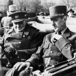 Winston Churchill, premier ministre anglais, et le General Charles de Gaulle, chef du gouvernement provisoire, place de l'Etoile Paris le 11 novembre 1944   --- Winston Churchill, english prime minister, and General Charles de Gaulle in Paris on november 11, 1944
