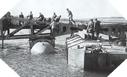 Image : Installation des jetées permettant le déchargement du matériel de guerre