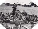 Image : Avant le Jour J, Bill Millin joue de la cornemuse pour ces camarades en Angleterre