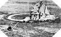 """Image : Une autre photographie aérienne du """"Manoir des Falaises"""" et du radar Würzburg"""