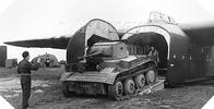 Image : Débarquement d'un char Tetrarch d'un planeur Hamilcar