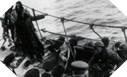 Image : Les hommes du No. 12 Commando à bord des MTB australiens