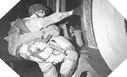 Image : Ce soldat Américain de la 82ème Airborne embarque avec près de 40 kilos d'équipement à bord d'un C-47