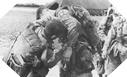 Image : Dans la soirée du 5 juin 1944, ces paras Américains de la 82ème vérifient leurs équipements