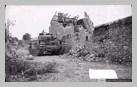 Image : 26 juillet 1944 : un char Churchill posté dans les ruines du village de Maltot.