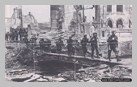 Image : 24 août 1944 : des éléments de la 6th Airborne Division traversent les vestiges du pont sur la Touques à Pont-l'Evêque.