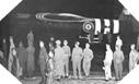 Image : Des soldats Alliés se tiennent à proximité d'un planeur Horsa Britannique le 5 juin avant le décollage