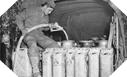 Image : Les jerrycans et même les bidons de lait sont remplis du précieux carburant