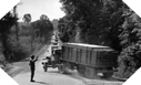 Image : La police militaire dirige un convoi sur la Red Ball Express en Normandie