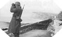 Images : Une sentinelle Allemande scrute l'horizon, à proximité de son bunker bunker à Mers-les-Bains.