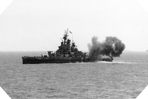 Image : L'USS Nevada ouvre le feu sur Utah Beach le 6 juin 1944