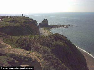 La Pointe du Hoc, photographiée depuis le poste de défense anti-aérienne Est