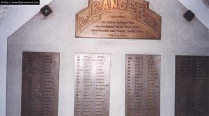 Le mémorial, situé à l'intérieur du bunker d'observation, porte les noms des Rangers tués à la Pointe du Hoc