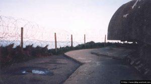 L'avant du poste d'observation de la batterie allemande située à la Pointe du Hoc