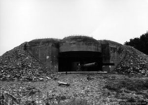 Casemate type Regelbau M272 abritant un canon de 170 mm de la batterie York.