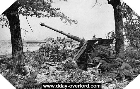 Image : L'artillerie britannique en action pendant l'opération Goodwood