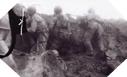 Image : Depuis les cratères creusés par les bombes, les Rangers défendent leurs positions