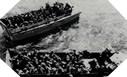 Image : Après s'être placé dans les barges, les soldats Américains attendent l'ordre du départ