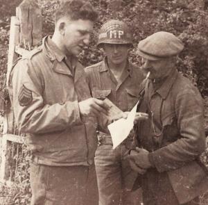 Bernard Dargols en 1944 en Normandie