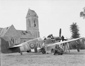 Mustang III du 19th Squadron sur l'aérodrome B12 d'Ellon. Photo: IWM CL571